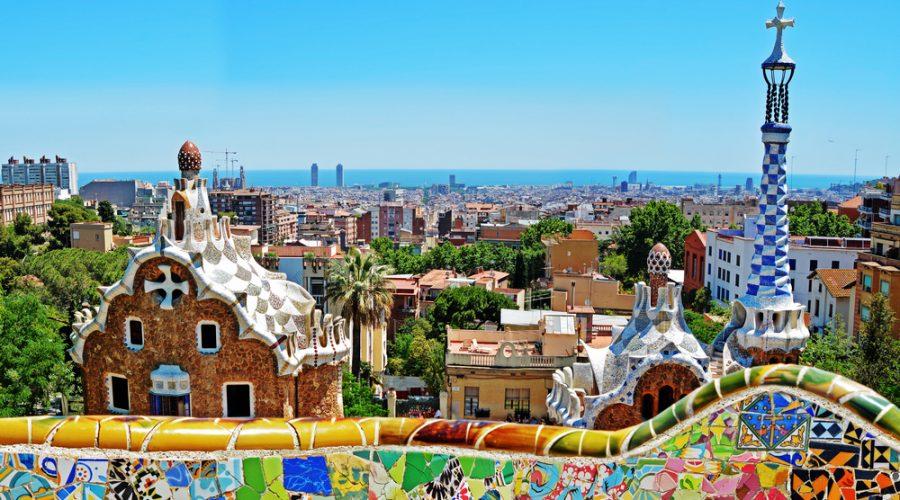 Parque Guell pelo arquiteto Antoni Gaudi em Barcelona, Espanha